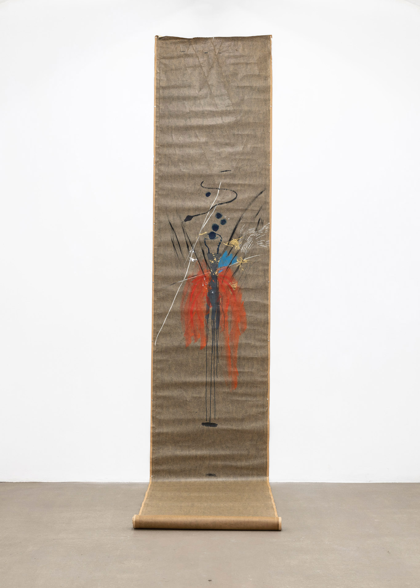 Farfalla con serpente, 2000 Tecnica mista su carta catramata; 568 x 101 cm;  foto: Giorgio Benni.  Courtesy l'artista e Monitor Roma, Lisbona, Pereto