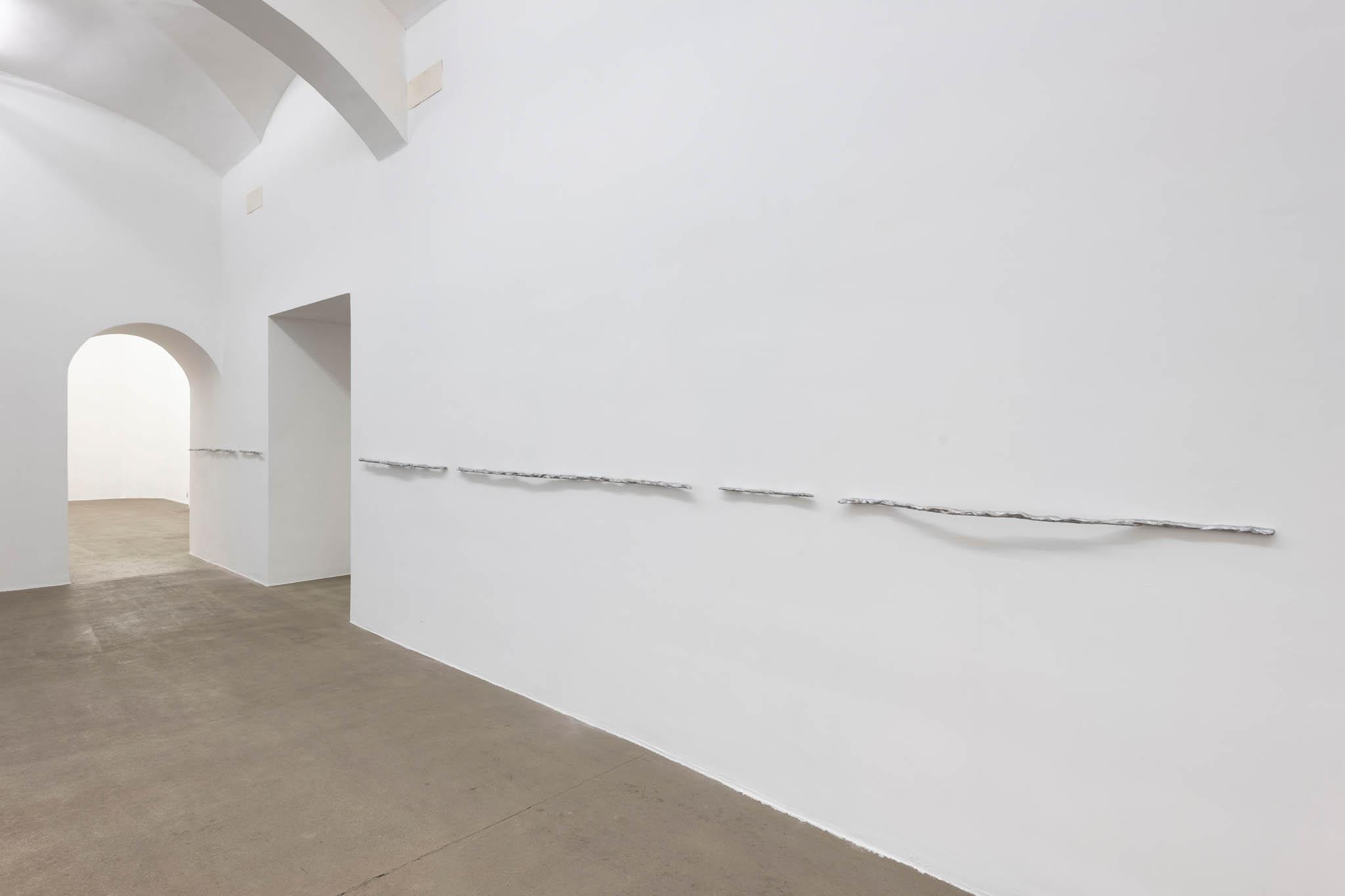 18. Esther Kläs Further, 2018, alluminio; Courtesy SpazioA, Pistoia; foto Giorgio Benni