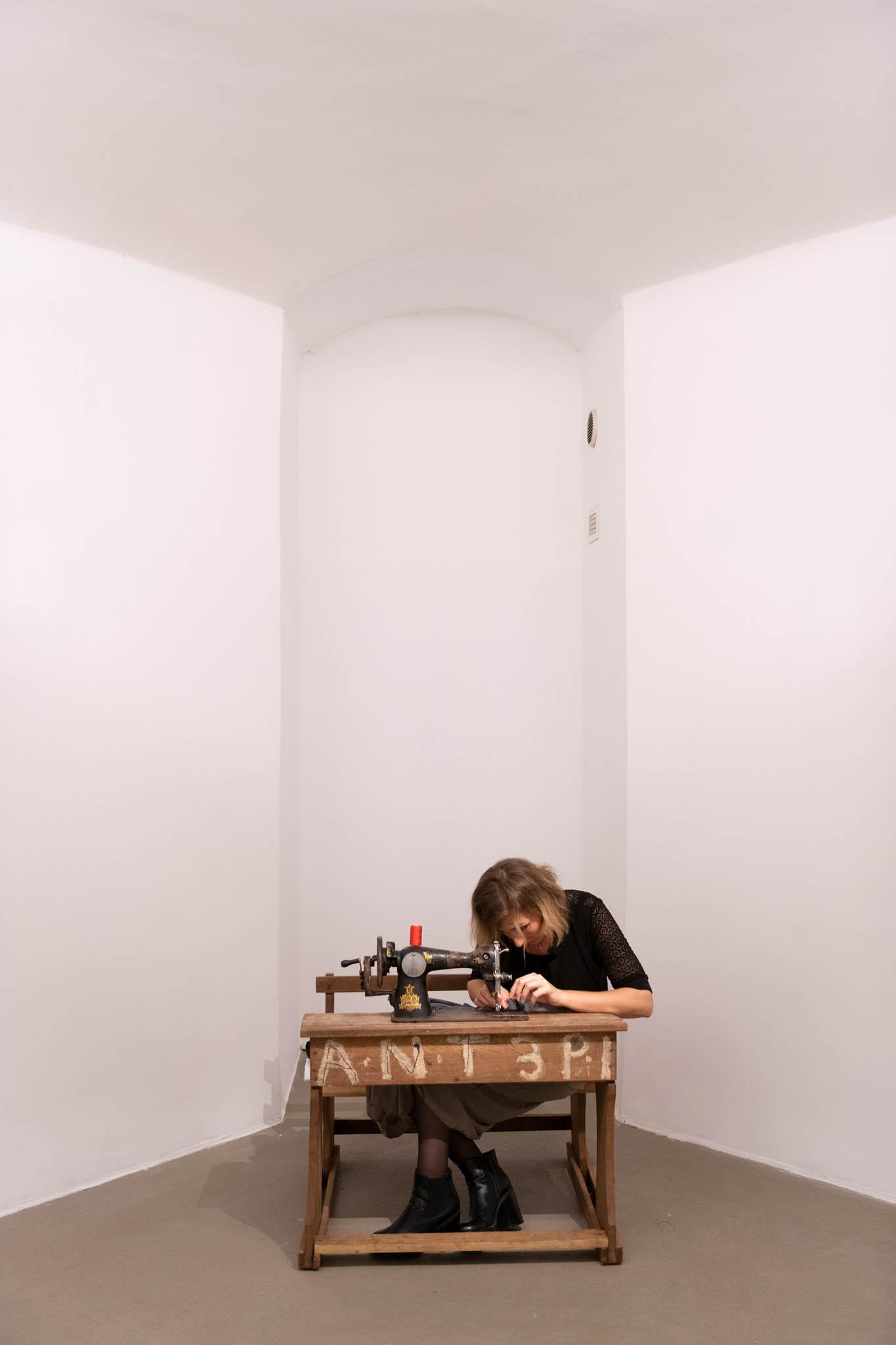 LIVING GRAINS Sewing Man's Dead Dreams, 2019, installation view; foto Giorgio Benni