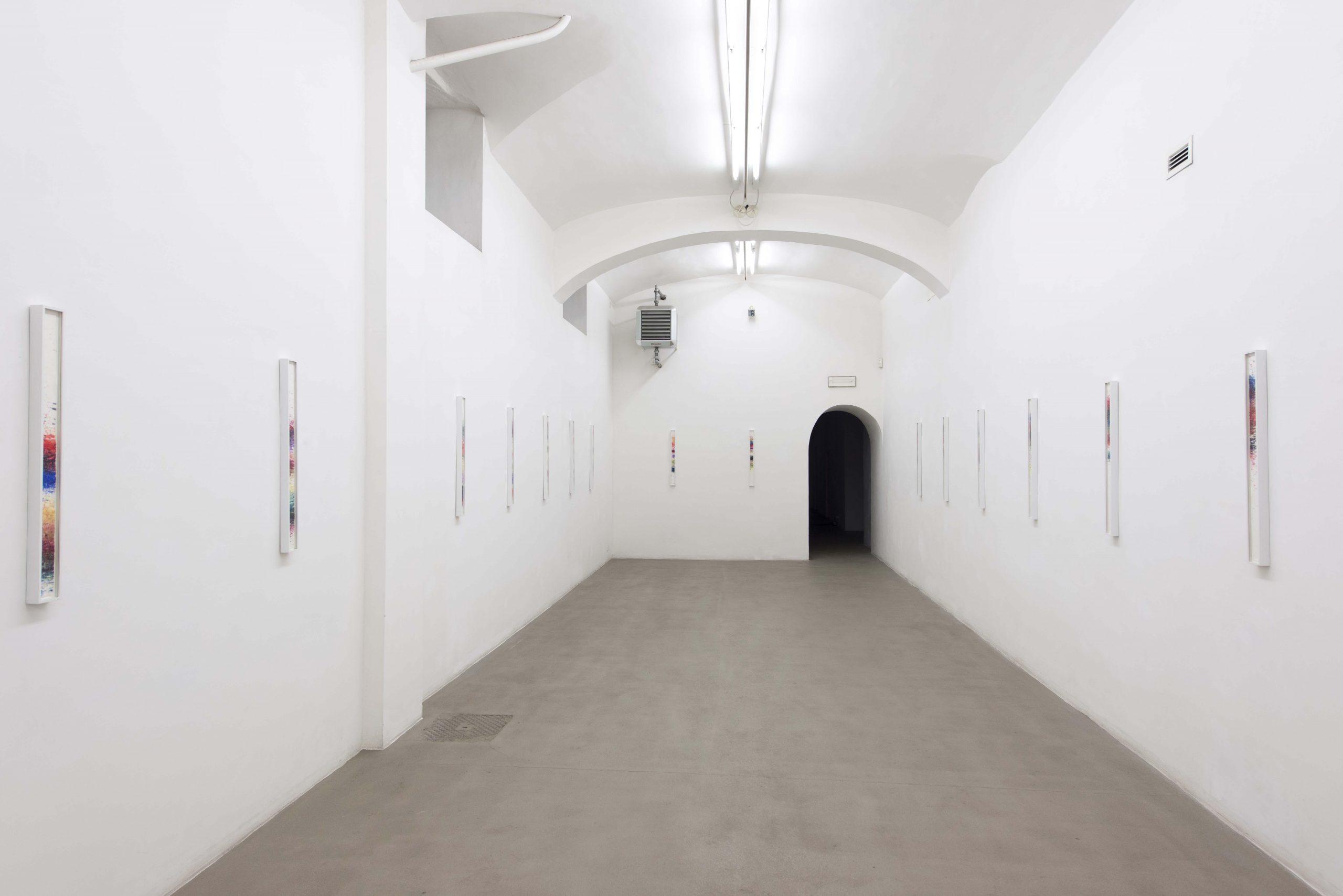 Sam Falls Installation view presso Fondazione Giuliani, Roma, 2015 foto Giorgio Benni