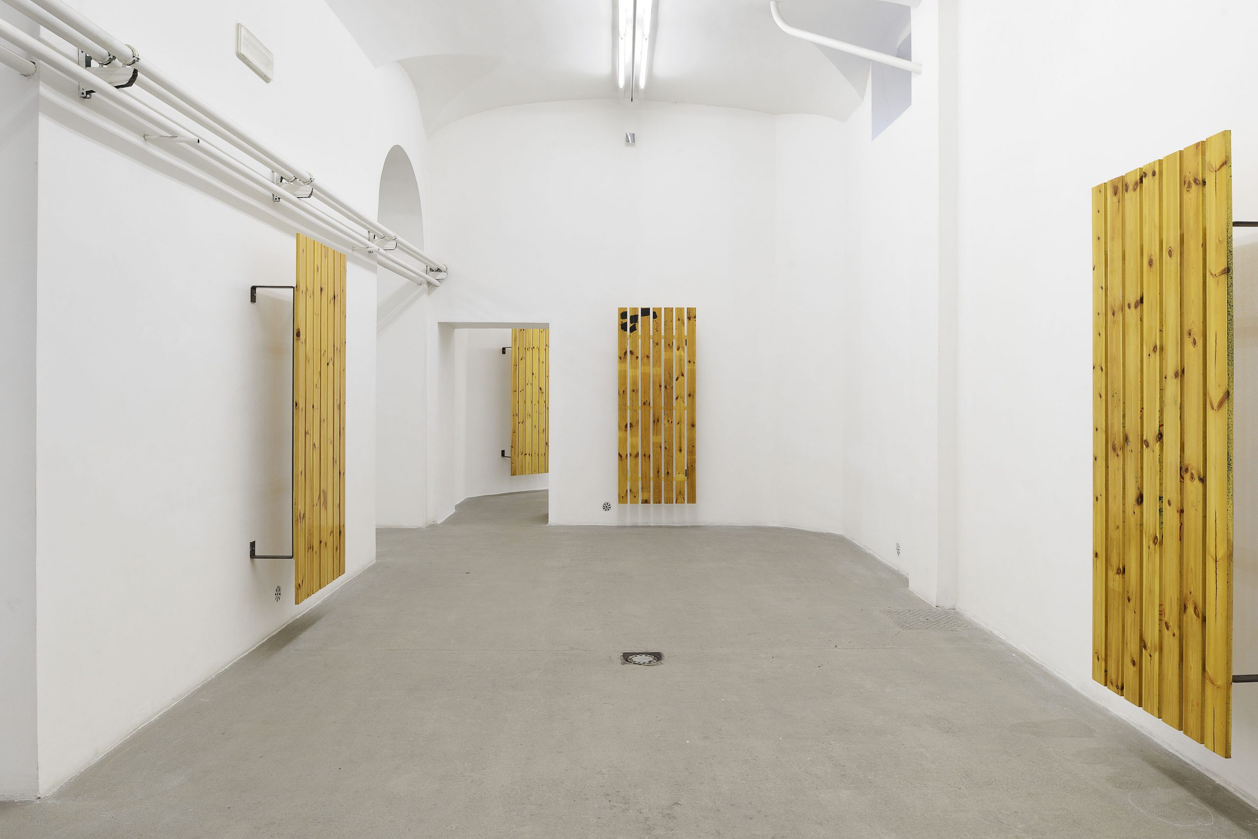 TAN LINES Installation view; courtesy: the artist; Andrew Kreps Gallery, New York; Gió Marconi, Milan and STANDARD (OSLO), Oslo; photo Roberto Apa