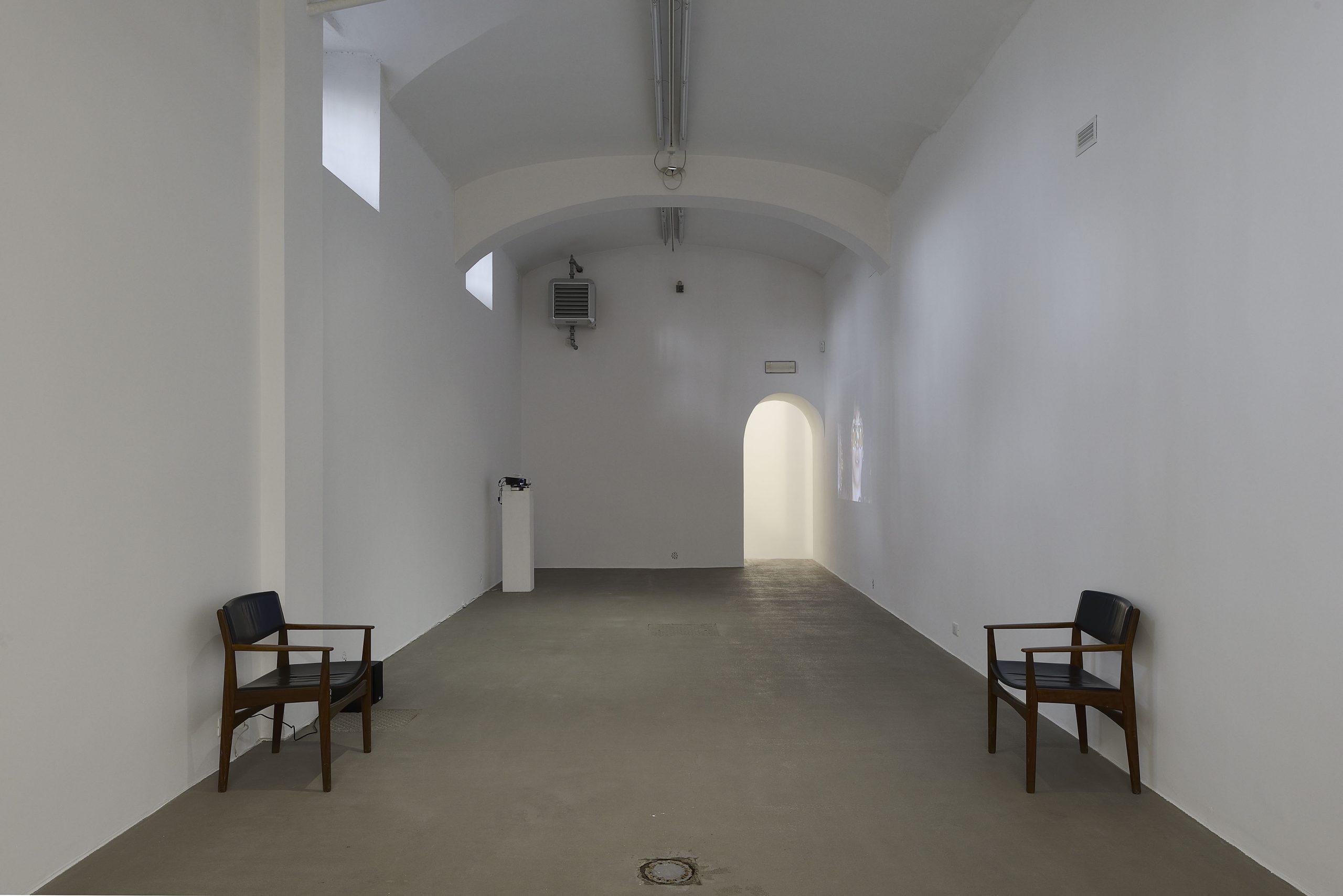 Psst... A Play on Gossip installation view presso Fondazione Giuliani, Roma, 2018 foto Roberto Apa