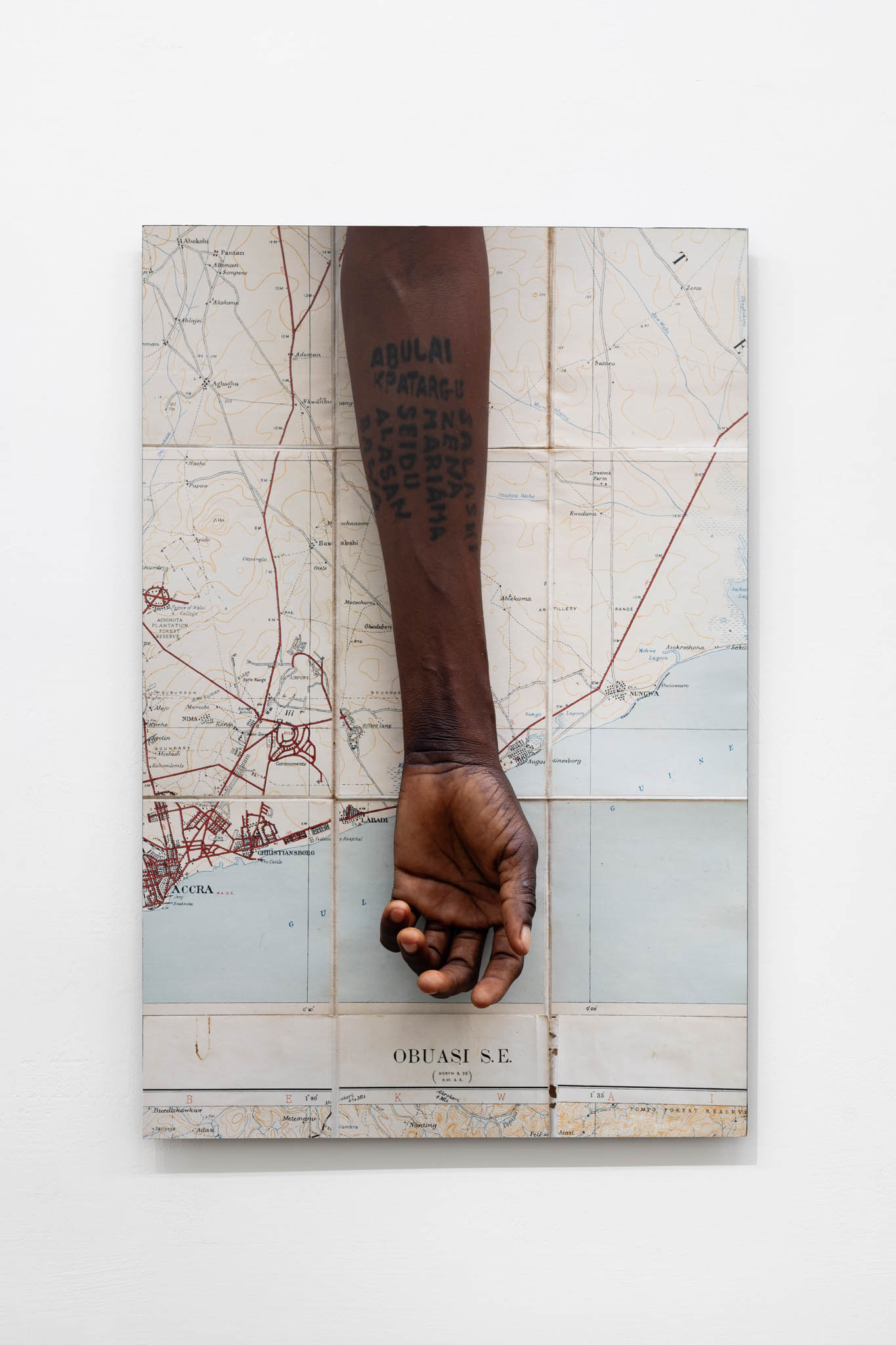 Ibrahim Mahama Zena Obuasi, 2019; C-Print, 70 x 50 cm; foto Giorgio Benni